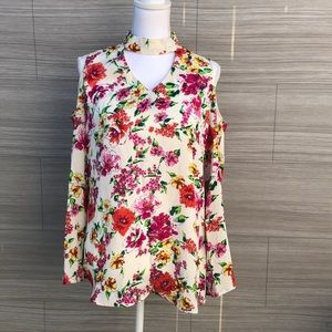 Floral cold shoulder blouse Size Medium New